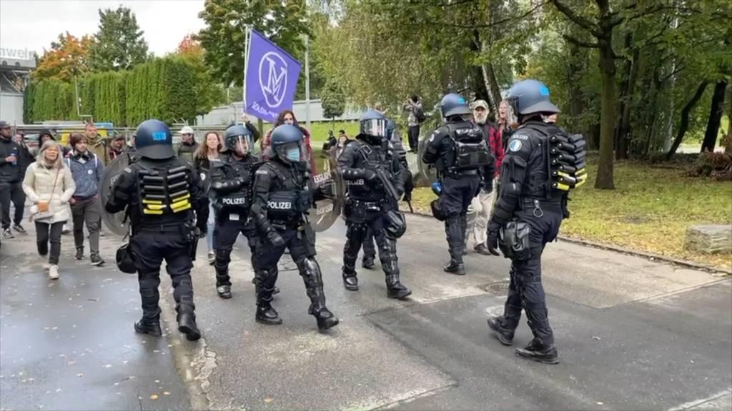 Bundesrat tagt «extra muros» in Luzern: Piffe von Zertifikatsgegnern