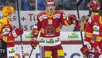 Der Schwede David Ullström (Bildmitte) geht auch in der kommenden Saison für den EHC Biel auf Torejagd