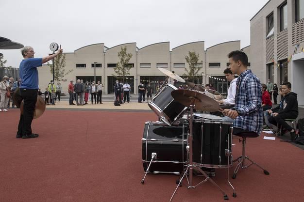 Claudia Beck und ihre Musikschüler der überregionalen Musikschule Surbtal sorgen für einen fulminanten Auftakt.