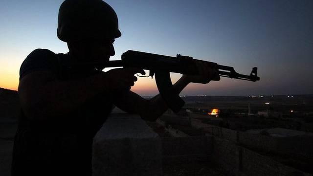 Ein Kämpfer in der Nähe von Aleppo