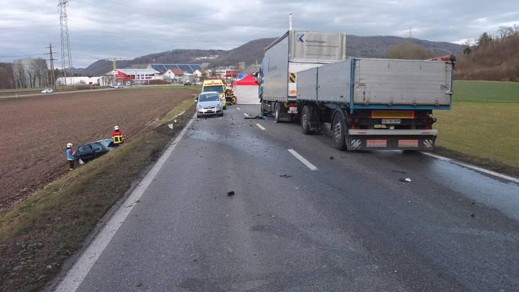 Zwischen dem Kreisverkehr und dem Waldstück geriet der 66-jährige Lenker auf die Gegenfahrbahn.