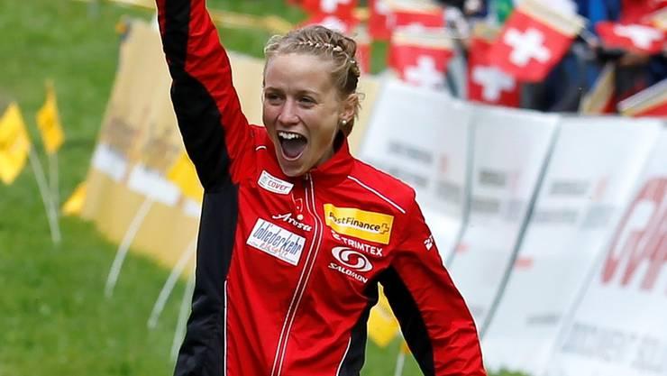 Ines Brodmann als Staffel-Weltmeisterin im Zieleinlauf. Heute verhindert Schneefall das Laufen.