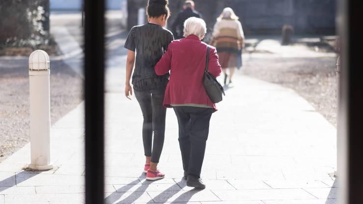 Die Behörden lockern die Empfehlungen für Senioren.