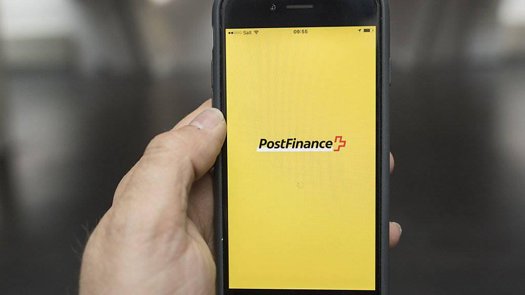 Die Digitalisierung setzt auch der Bank der Post zu: Sie plant darum einen grösseren Umbau der Bank. (Archivbild)