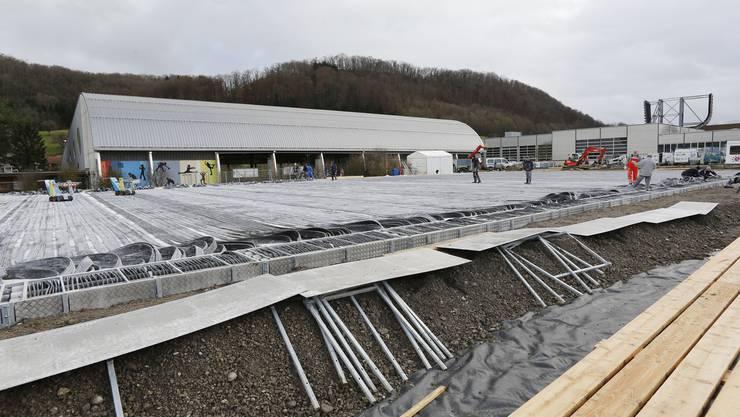 Zwei Wochen dauerte der Aufbau des provisorischen Eisfelds