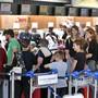 Am Samstag war am Flughafen Zürich ferienbedingt viel los.