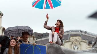 Junge Britinnen und Briten sehen durch den Brexit ihre Zukunft bedroht. Sie fordern eine zweite Abstimmung.