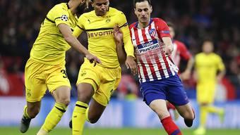 Manuel Akanji (Mitte) fehlt Borussia Dortmund wieder einmal wegen einer Verletzung