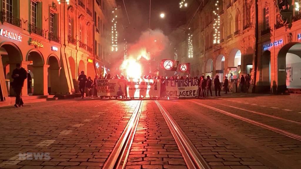 Silvesterdemo: Ins neue Jahr demonstriert