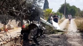 Die Wrackteile des abgestürzten Flugzeugs und Helikopters auf der Ferieninsel Mallorca.
