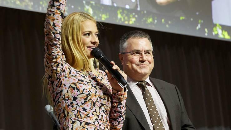 Sie begrüssten zusammen mehr als 1000 Gäste: Moderatorin Christa Rigozzi und Kurt Lüscher, Initiant und Gründer der Smart Energy Party.