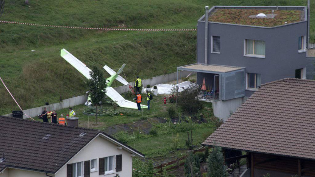 Der zweite Pilot konnte sich mit dem Fallschirm aus der Maschine retten.