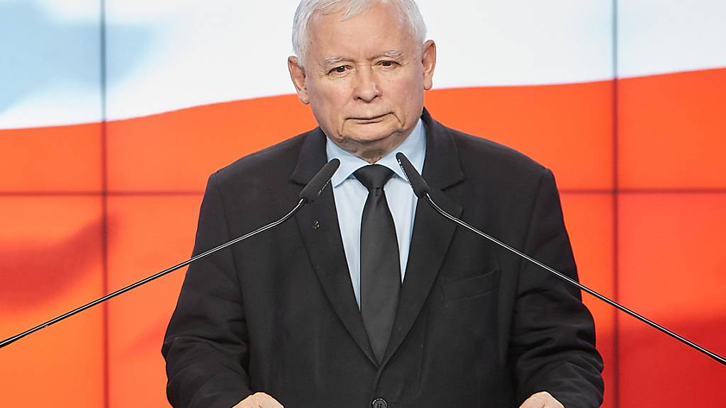 ARCHIV - Jaroslaw Kaczynski (r), Vorsitzender der nationalkonservativen Regierungspartei PiS, plant laut einem Medienbericht seinen Rückzug als Vize-Regierungschef. Foto: Hubert Mathis/ZUMA Wire/dpa