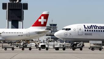 Bei der Swiss dürfen die Kunden neu flexibel umbuchen: der Flughafen Genf (Archivbild).