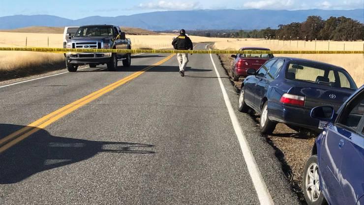 Aufgrund einer Schiesserei mit fünf Toten sperrte die Polizei im ländlichen Bezirk Tehama County im US-Bundesstaat Kalifornien die Strasse ab.