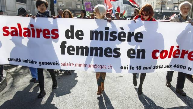 Demonstrierende Frauen in Genf