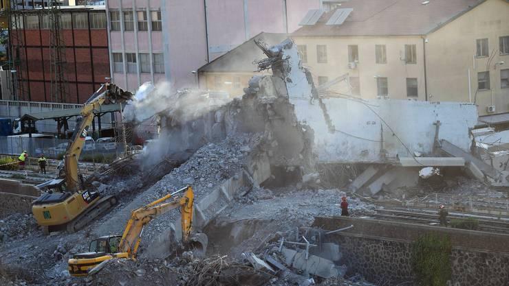 Die Brücke in Trümmern: Etwa 180 Meter des Polcevera-Viadukts in Genua sind am 14. August 45 Meter in die Tiefe gestürzt.
