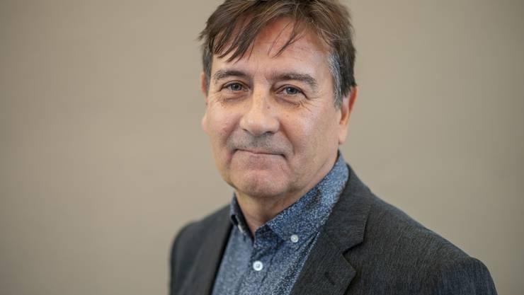 """ZU ALAIN CLAUDE SULZER, NOMINIERTER SCHWEIZER BUCHPREIS 2019, STELLEN WIR IHNEN FOLGENDES BILDMATERIAL ZUR VERFUEGUNG --- Swiss writer Alain Claude Sulzer at the Damatti Bar in Basel, Switzerland, portrayed on 9 October 2019. Alain Claude Sulzer's book """"Unhaltbare Zustaende"""" has been nominated for the Swiss Book Prize 2019. (KEYSTONE/Georgios Kefalas)..Der Schweizer Schriftsteller Alain Claude Sulzer in der Damatti-Bar in Basel, portraitiert am 9. Oktober 2019. Alain Claude Sulzer ist mit seinem Buch """"Unhaltbare Zustaende"""" fuer den Schweizer Buchpreis 2019 nominiert. (KEYSTONE/Georgios Kefalas)"""