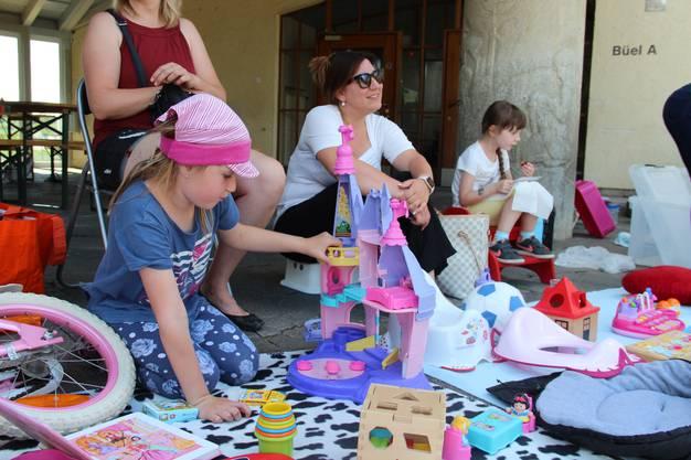 Verkaufen und Kaufen: Die Kinder machen am Flohmarkt alles selber.