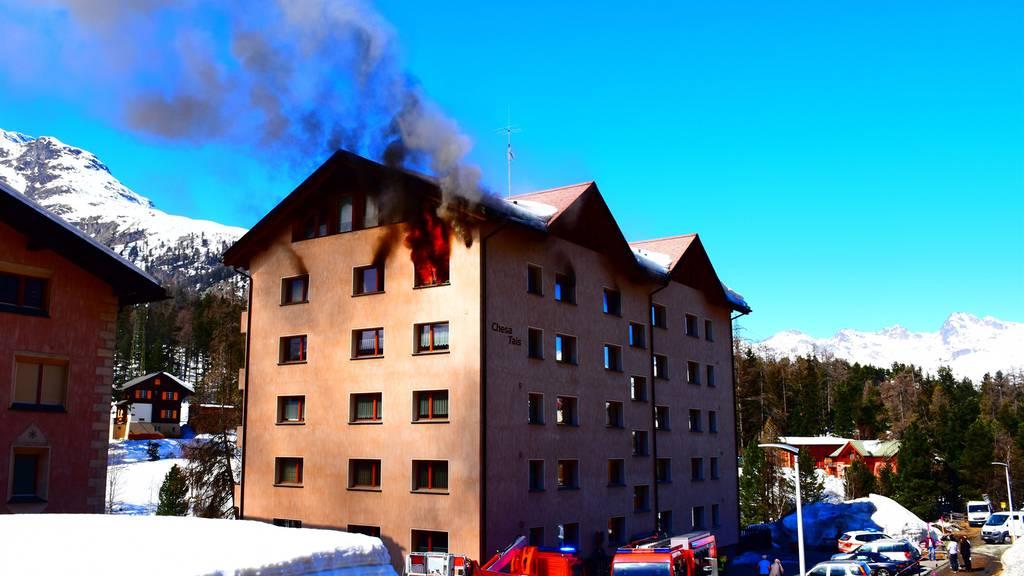Brand in Mehrfamilienhaus – Seniorin und Kleinkind im Spital