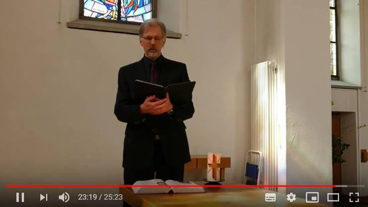 Pfarrer Matthijs van Zwieten de Blom von der Reformierten Kirche Rein im Videogottesdienst.