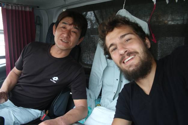 Von Higashihiroshima nach Onomichi_Tesuia fährt einen kleinen Lieferwagen. Ich kriege aber nicht heraus, was er transportiert. Sprachbarriere