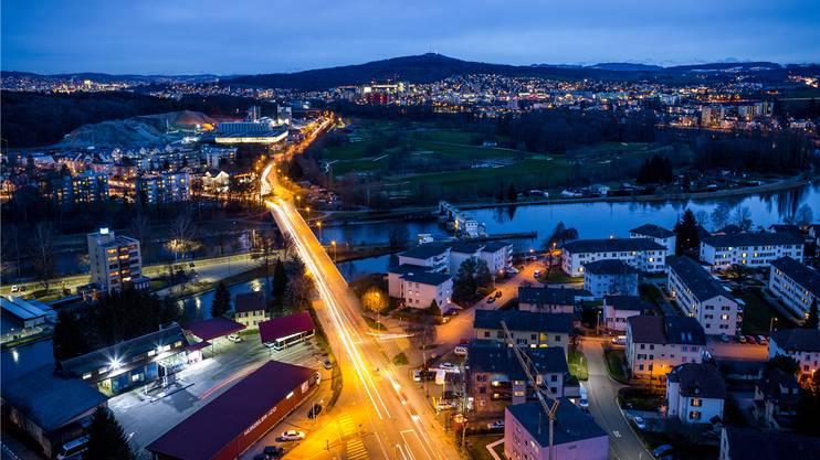 Auch in der Nacht eine Augenweide: Blick vom Limmat Tower in Richtung Zürich.
