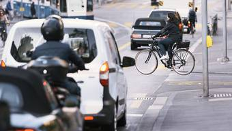In der Schweiz ist die Zahl der im Strassenverkehr getöteter Personen zwischen 2010 und 2016 um rund ein Drittel gesunken. (Symbolbild)