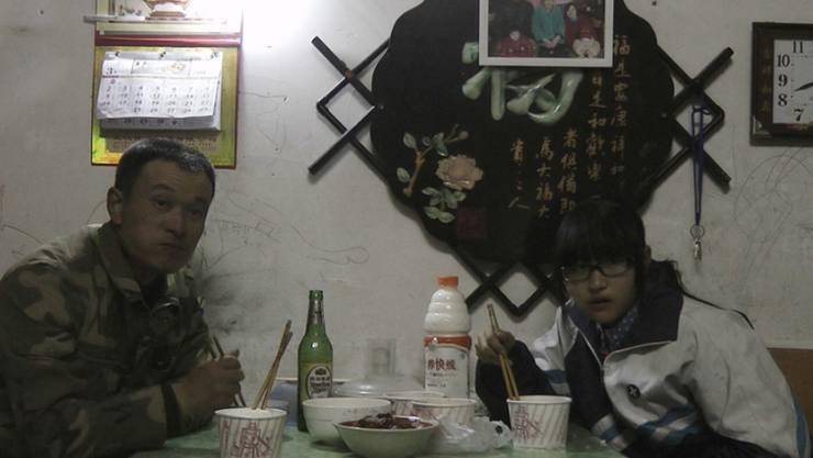 """Eine Familie, dreizehn Abendessen in vierzehn Monaten: In """"Another Year"""" zeigt die Filmemacherin Shengze Zhu den Alltag einer chinesischen Arbeiterfamilie. (Pressebild)"""
