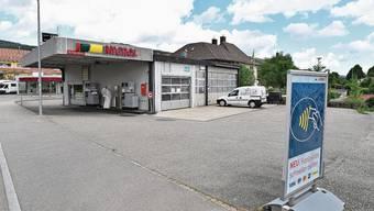 Die Tankstelle an der Hauptstrasse in Lostorf soll um einen Shop ergänzt werden.