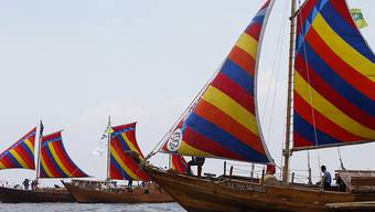 """Drei Nachbauten der historischen """"Balangay""""-Holzboote haben sich von den Philippinen auf den Weg nach China gemacht."""