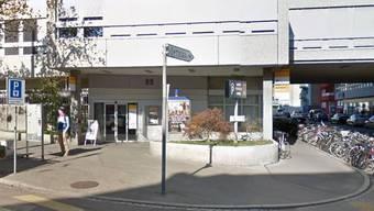 Bei der Poststelle an der Ahornstrasse wurde ein verdächtiges Paket entdeckt