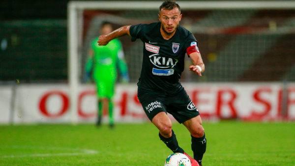 Elsad Zverotic sorgt für Ruhe und Ordnung in der FCA-Defensive.