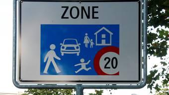 In der Birmenstorfer Quartierstrasse Hööndlerweg soll Tempo 20 gelten. Dies fordern Anwohner. (Symbolbild)
