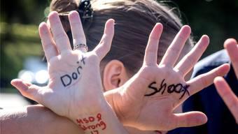Eine Schülerin aus Parkland protestiert für strengere Waffengesetze.EPA/Key