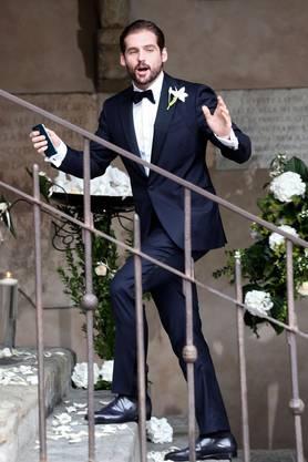 Tomaso Trussardi auf der Treppe zum Standesamt.