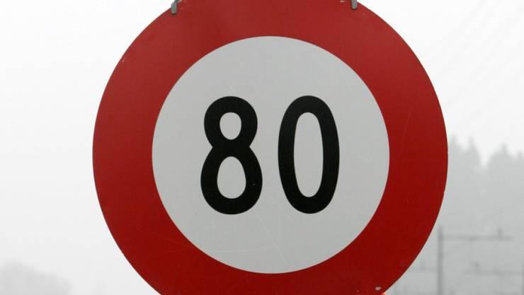 In Frankreich gilt ab Sommer auf Landstrassen Tempo 80 statt 90 (Archiv)