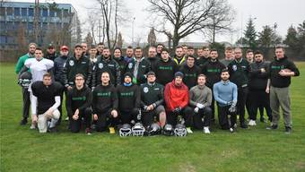 Innerhalb von wenigen Monaten entstand aus dem harten Kern von einem knappen Dutzend Spielern das Football-Team Solothurn Ducks.