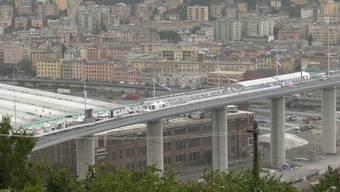 Knapp zwei Jahre nach dem tragischen Einsturz der Morandi-Autobahnbrücke weiht am Montagabend die norditalienische Stadt Genua den Neubau ein.