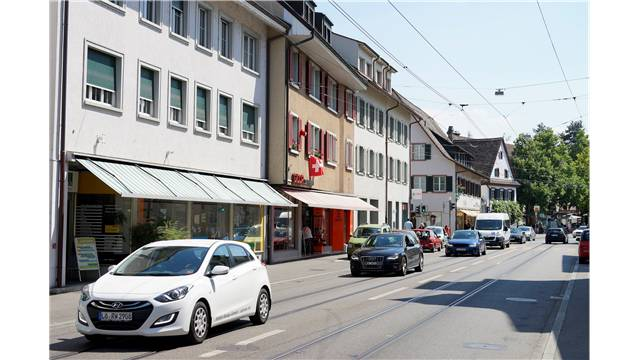 Der Durchgangsverkehr in Riehens Zentrum ist für 30 Einwohnerräte zu wenig stark zurückgegangen.