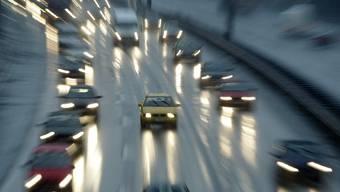 Vorsicht Glatteis: Am Donnerstagmorgen kam es schweizweit zu Unfällen. (Symbolbild)
