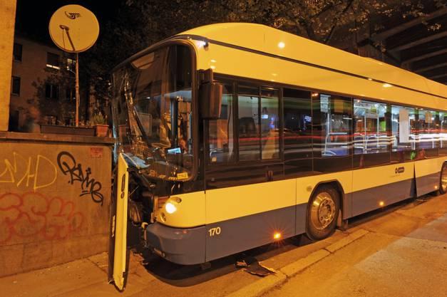 Der Fahrer hatte bei der Haltestelle einen technischen Defekt festgestellt und den Bus verlassen