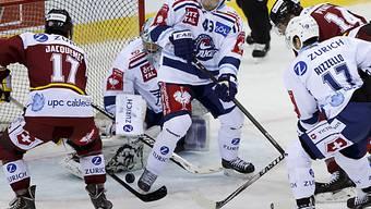 Arnaud Jacquemet (Nr. 17) erzielt die 1:0-Führung gegen Rapperswil.