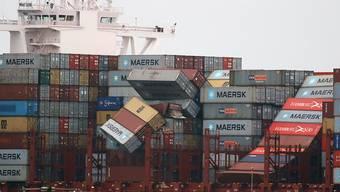 Das Containerschiff hat am 2. Januar bei stürmischer See fast 300 Container verloren.