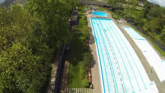 Die Traglufthalle soll das 50-Meter-Becken im Freibad Suhr wintertauglich machen.