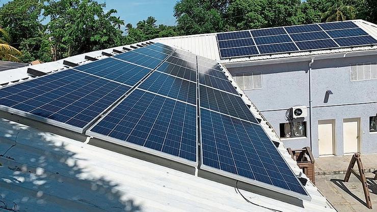 Die neue Solaranlage auf dem Dach des Waisenheims.