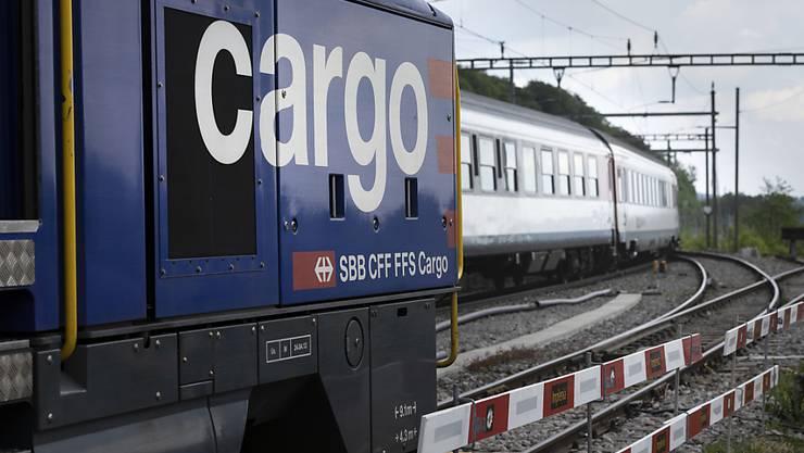 Die Wettbewerbskommission Weko hat die Beteiligung der beiden Transportunternehmen Planzer und Camion-Transport an der Güterbahn SBB Cargo genehmigt. (Archiv)