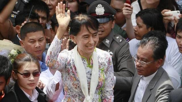 Stürmischer Empfang für Aung San Suu Kyi in Thailand