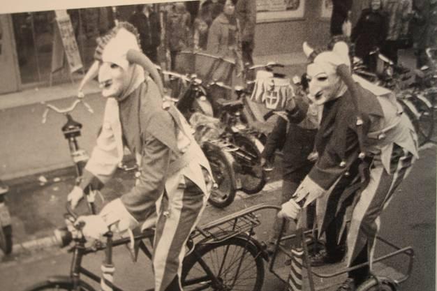 Auch die Ueli veränderten sich im Verlauf der Zeit. Früher soll es nur einen gegeben haben, heute sind es vier. Auf dem Velo fahren sie jedoch eigentlich nicht. Bild: P. Armbruster/F. Hoffmann.