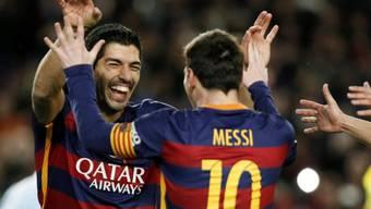 Luis Suarez und Lionel Messi freuen sich über den gemeinsam verwerteten Penalty
